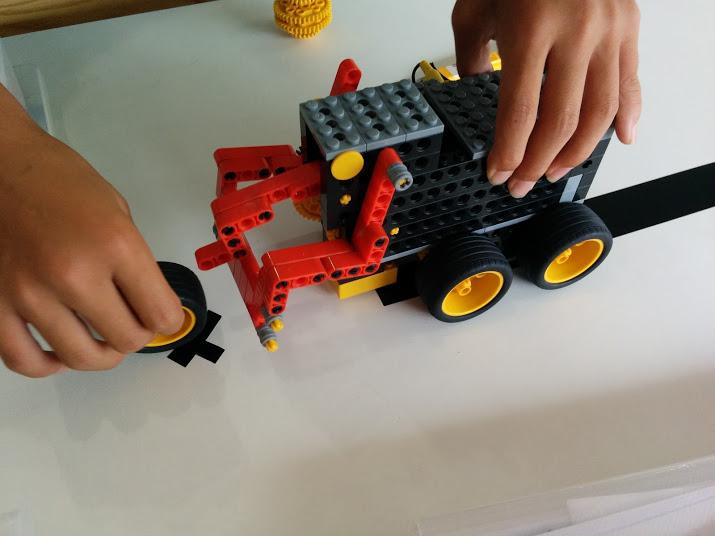 ロボット教室 ロボットで遊ぶ風景2